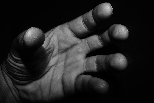 hand-1278398_640
